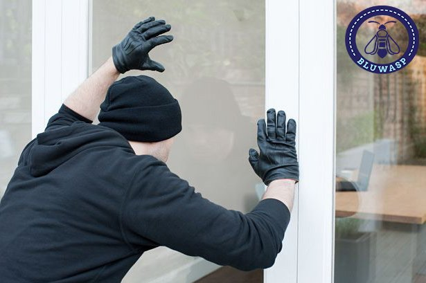 burglar casing a house up